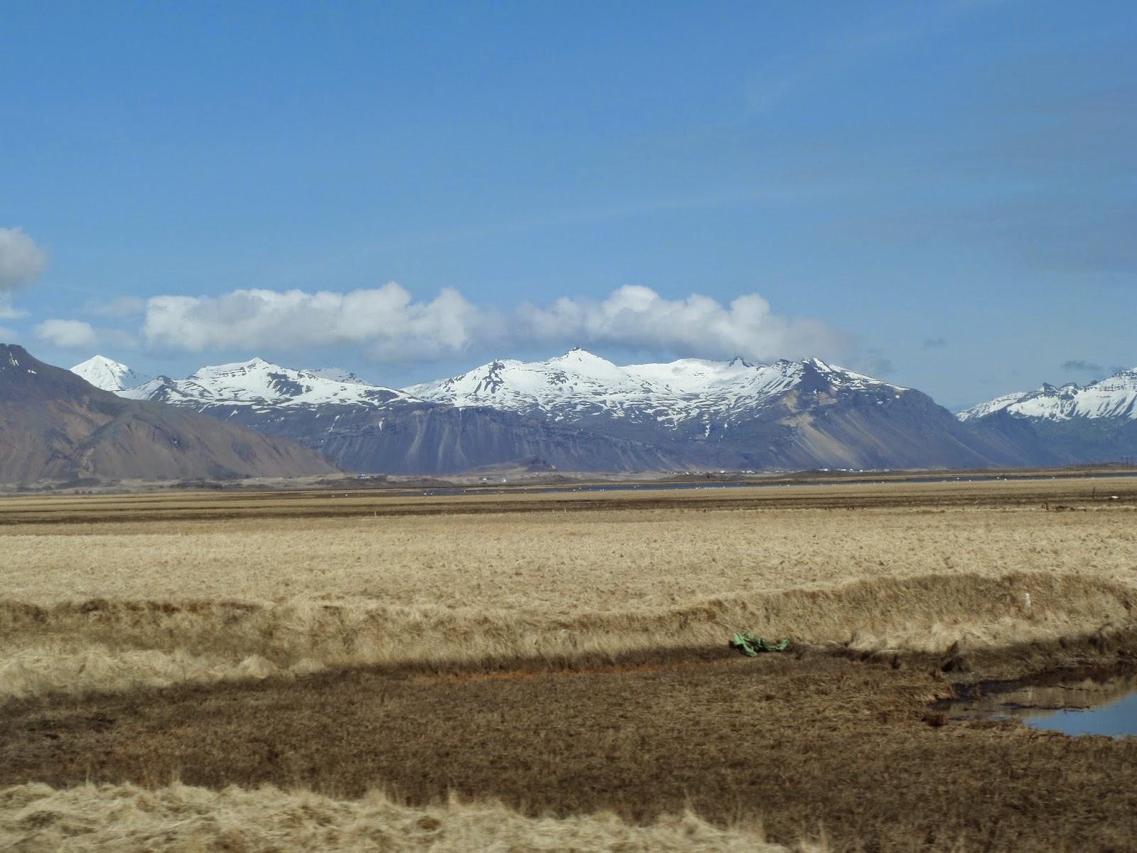 Izland össz lakossága nem éri el a félmillió főt. Ennek majd 20 %-a a fővárosban él. Így érthető, hogy a térképen azok a városok, melyekben 2-300 fő lakik, azok már kieme