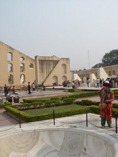Számomra is meglepő, hogy egy nem egész 300 éves városról van szó. Rahjastan tartomány székhelyén Jarpurban most több mint 3 millióan laknak. Jai Singh II Mahar...