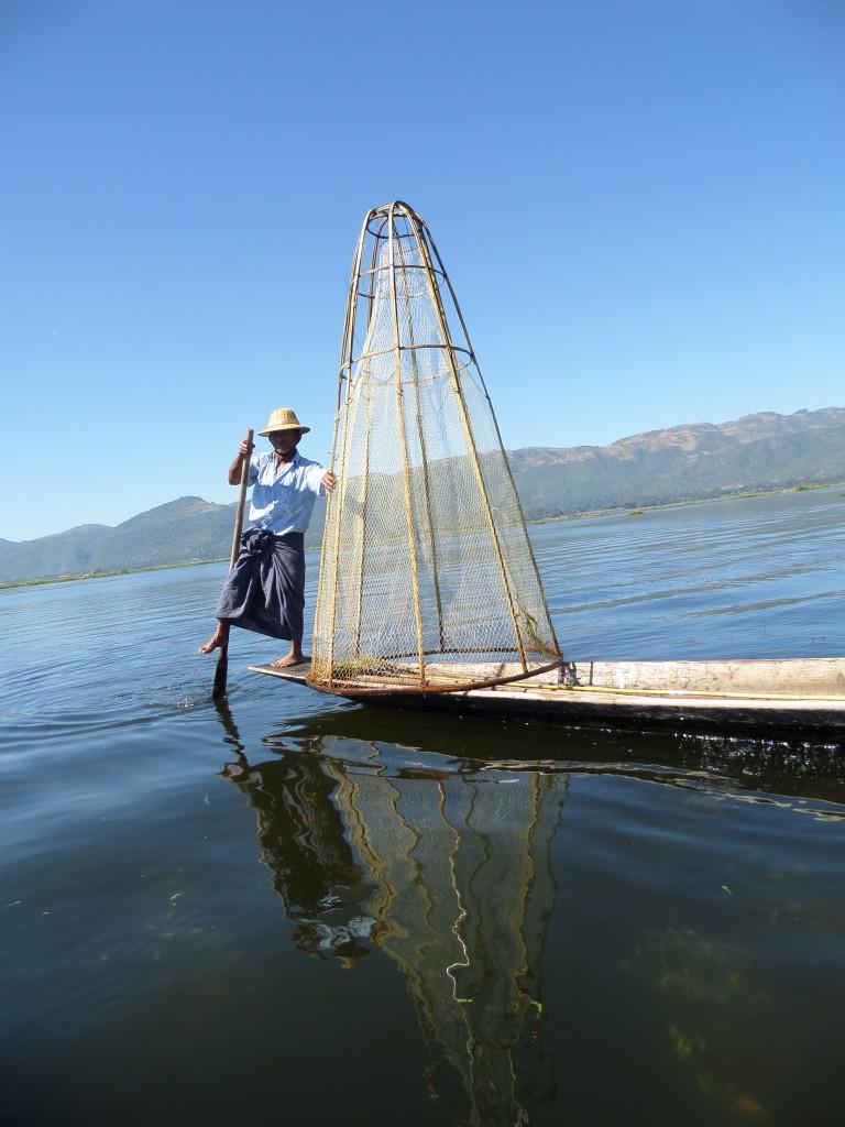 Lábbal evező halásztechnika