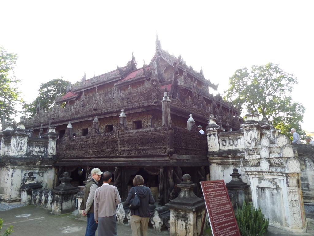 Mandalayben egy régi fa királyi nyaraló