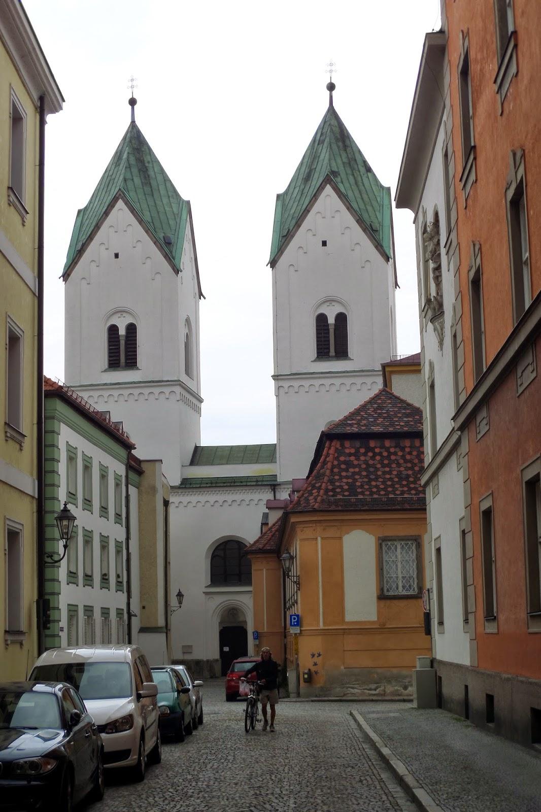 A mai napunk Passauról szólt. Viszonylag későn indultunk reggel. Elmentünk a Városháza melletti hajóállomáshoz. Tudni kell, hogy Passau 3 folyó (Duna, Inn, Ilz)...