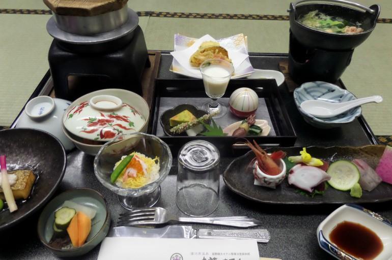 """Folytatom beszámolómat a """"Felkelő Nap országáról"""". Ha Japán, akkor japánkert… Japán utunk következő megállója Kyoto (magyar írással: Kiotó) volt. Itt először eg..."""