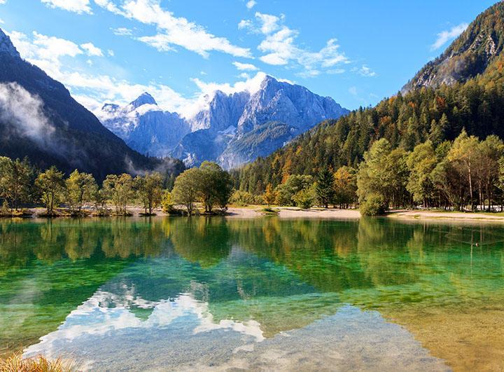 A leállást követően július 4-én indul első utunk Szlovéniába. Feleségemmel elhatároztuk, hogy bejárjuk a listán szereplő desztinációkat annak érdekében, hogy fel tudjunk
